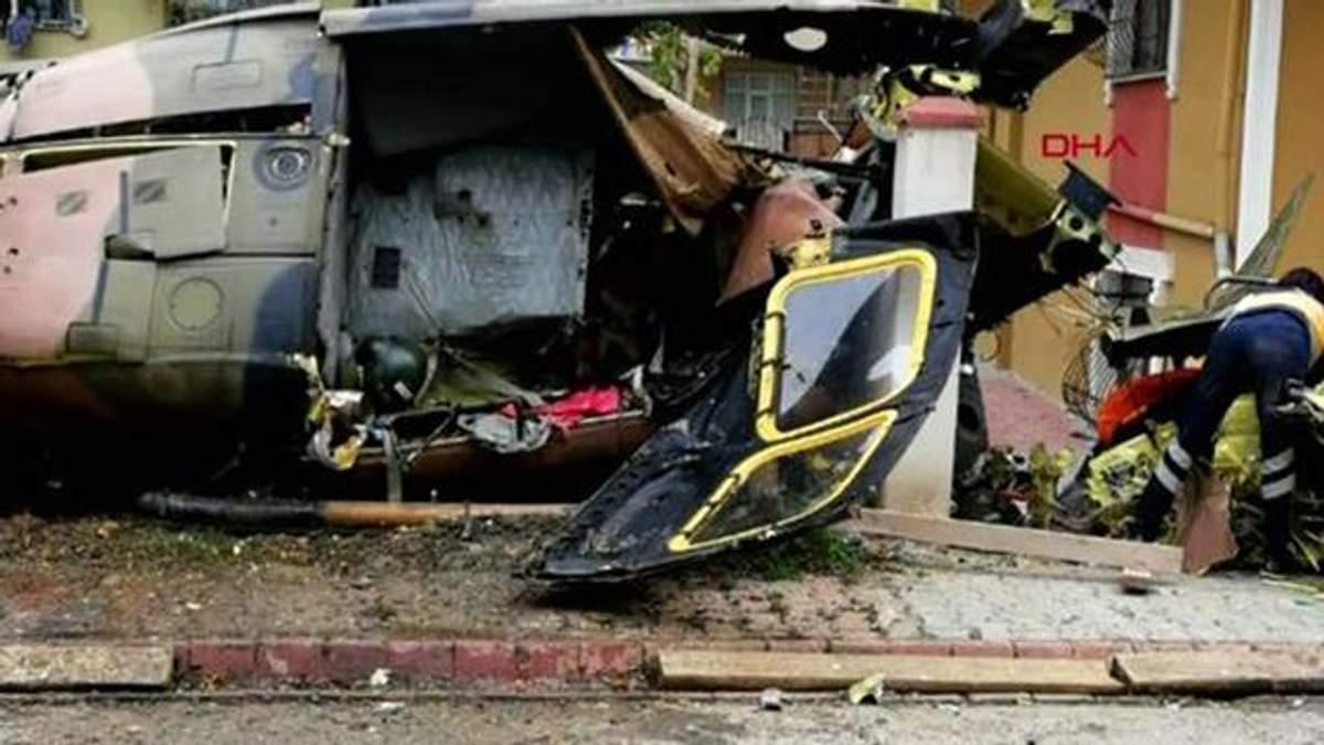 Військовий гелікоптер впав у житловому районі Стамбула, є загиблі: фото і відео місця катастрофи