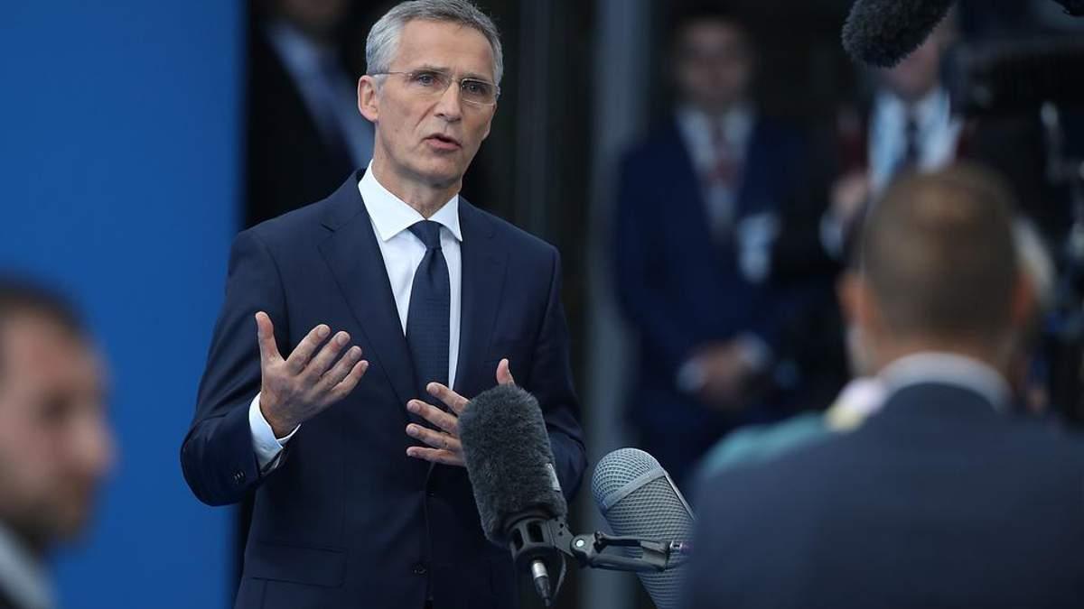 Порошенко заверил, что введение военного положения не повлияет на выборы, – генсек НАТО