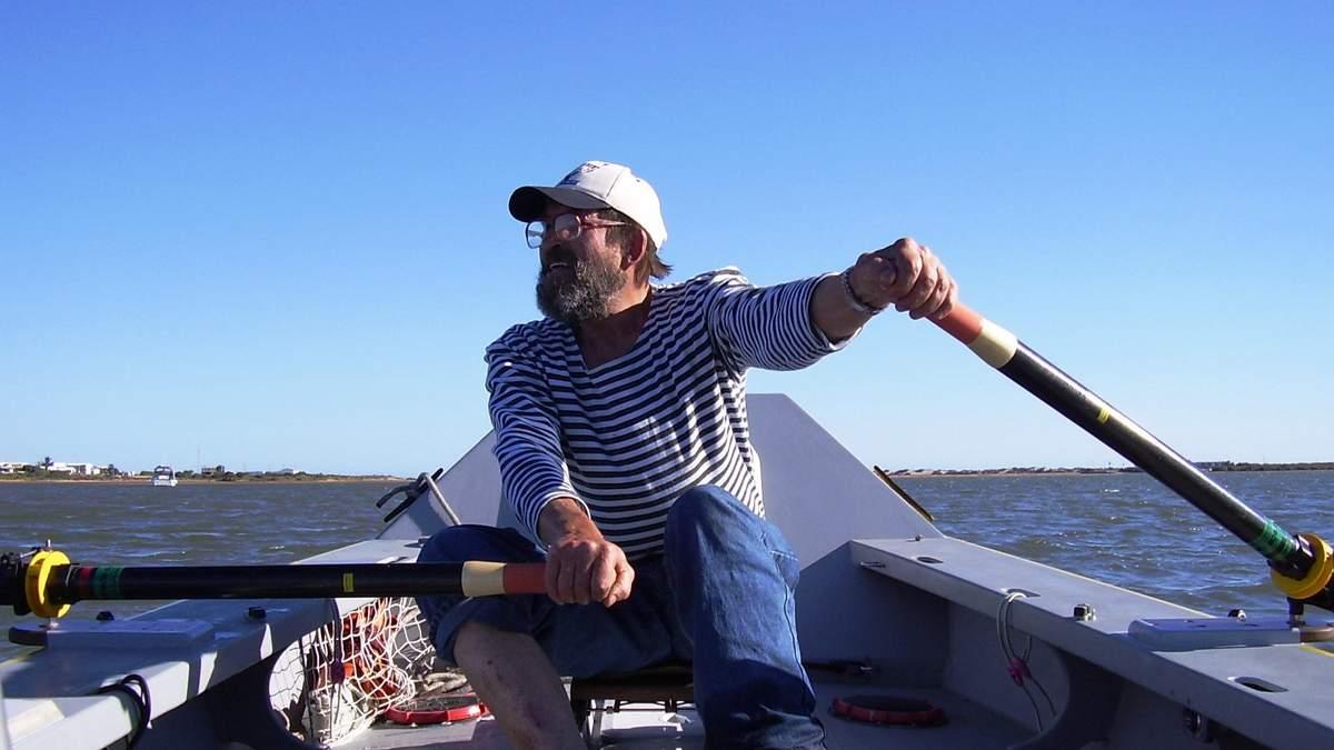 Львовянин, который в 65 лет проплыл на лодке между двумя континентами: захватывающая история