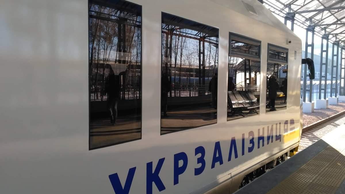 """""""Укрзалізниця"""" запустила перший рейковий автобус з Києва до аеропорту """"Бориспіль"""": яскраві фото"""