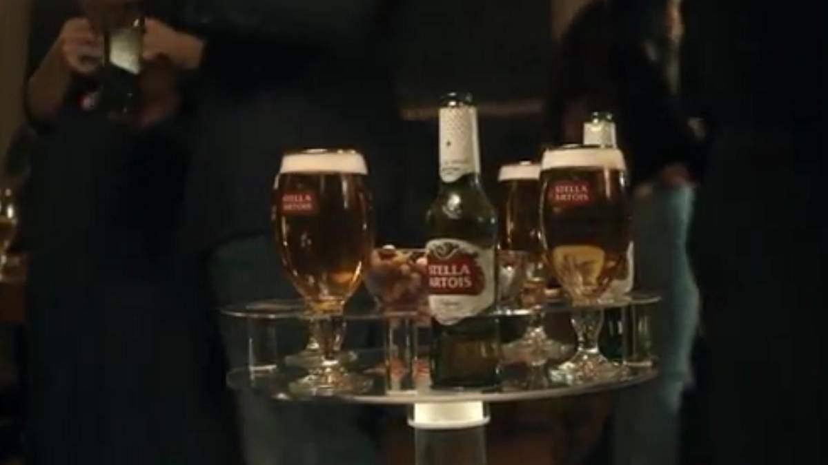 "Stella Artois продає ""робота-бармена"""