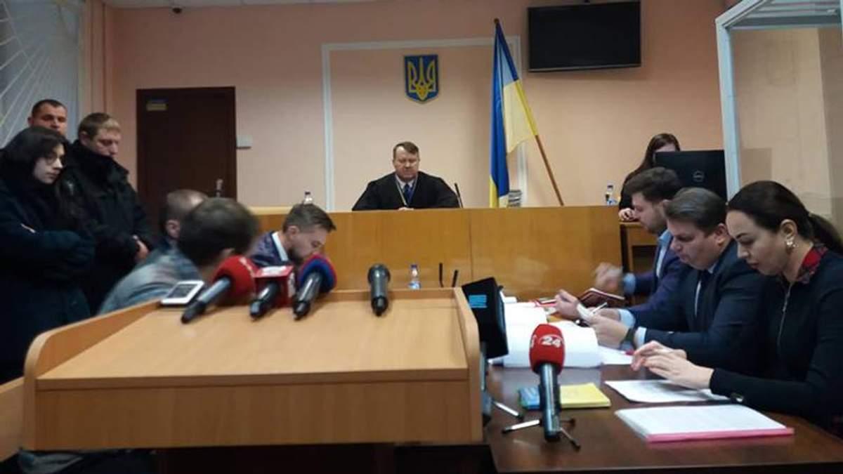 Секс-скандал с домогательством студентки: политтехнологу Петрову избрали меру пресечения