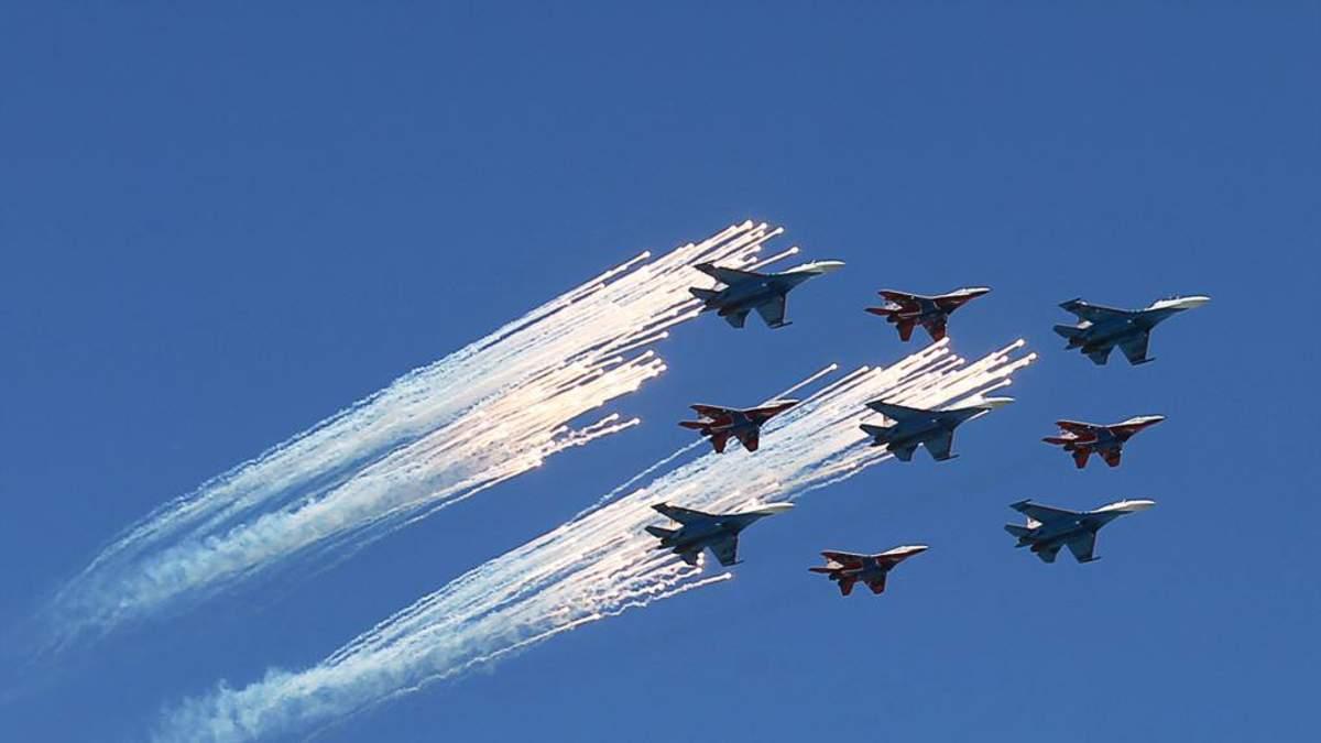 Россия стянула истребители и военную технику недалеко от Севастополя: фото
