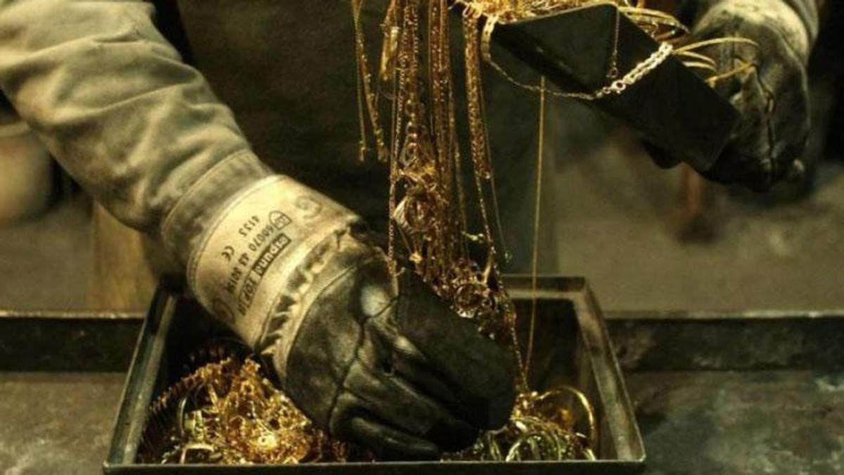 В Канаде охранники ювелирного магазина разогнали грабителей декоративными мечами: видео