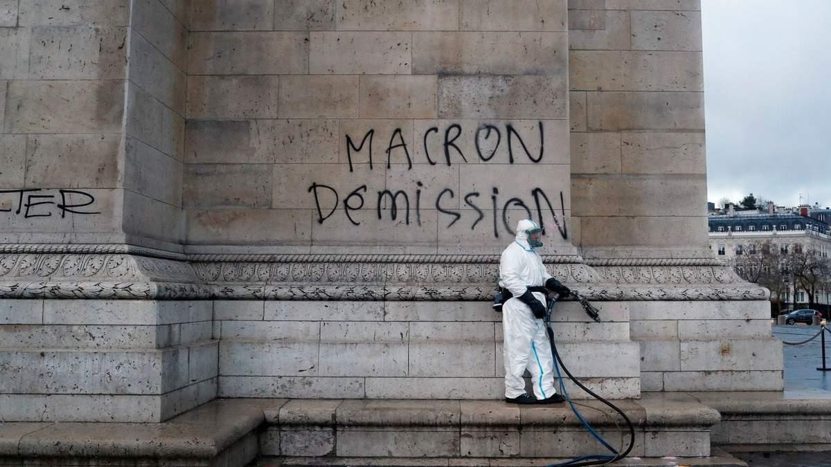 Франція хоче ввести надзвичайний стан через масштабні протести