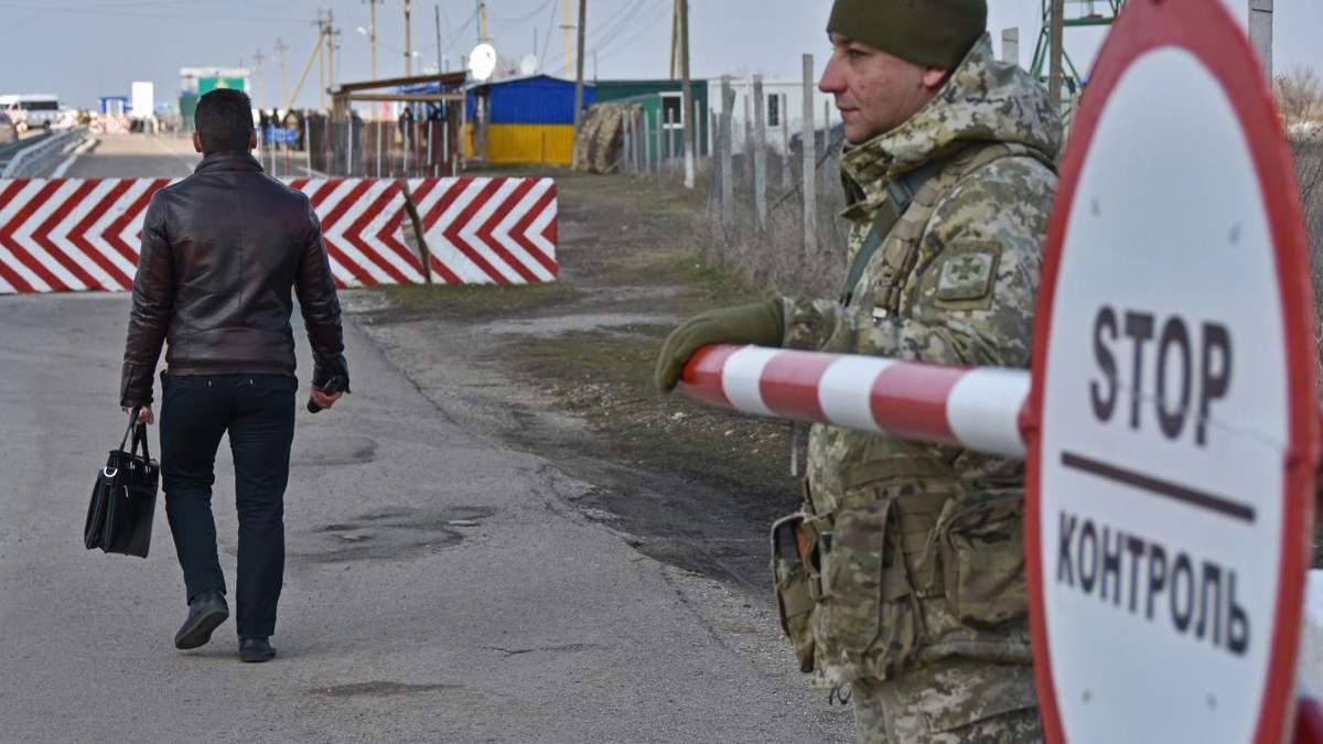 Україна змінила правила в'їзду іноземних журналістів до Криму: інструкція від МІП