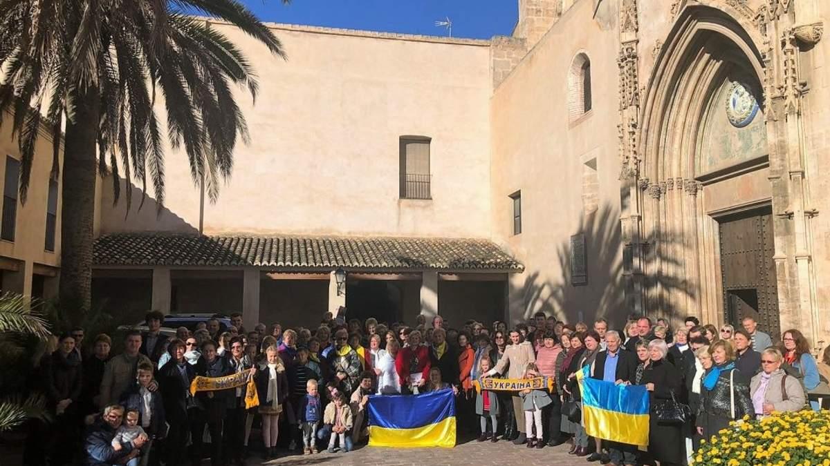 В нескольких городах Испании прошли акции в поддержку украинских моряков