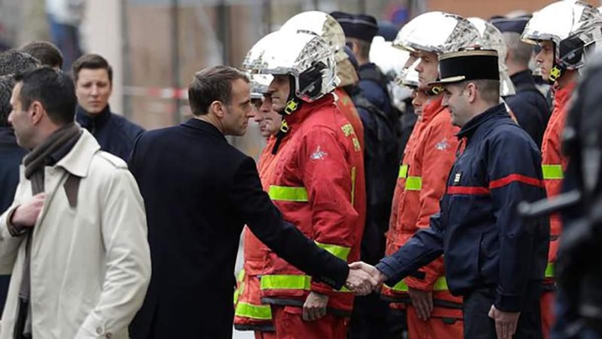 """Протесты во Франции: Макрон требует встречи с лидерами акции """"желтые жилеты"""""""