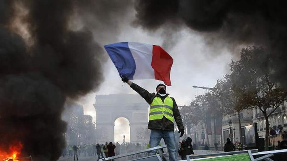 """Через протести """"жовтих жилетів"""" закриють Ейфелеву вежу і Лувр"""