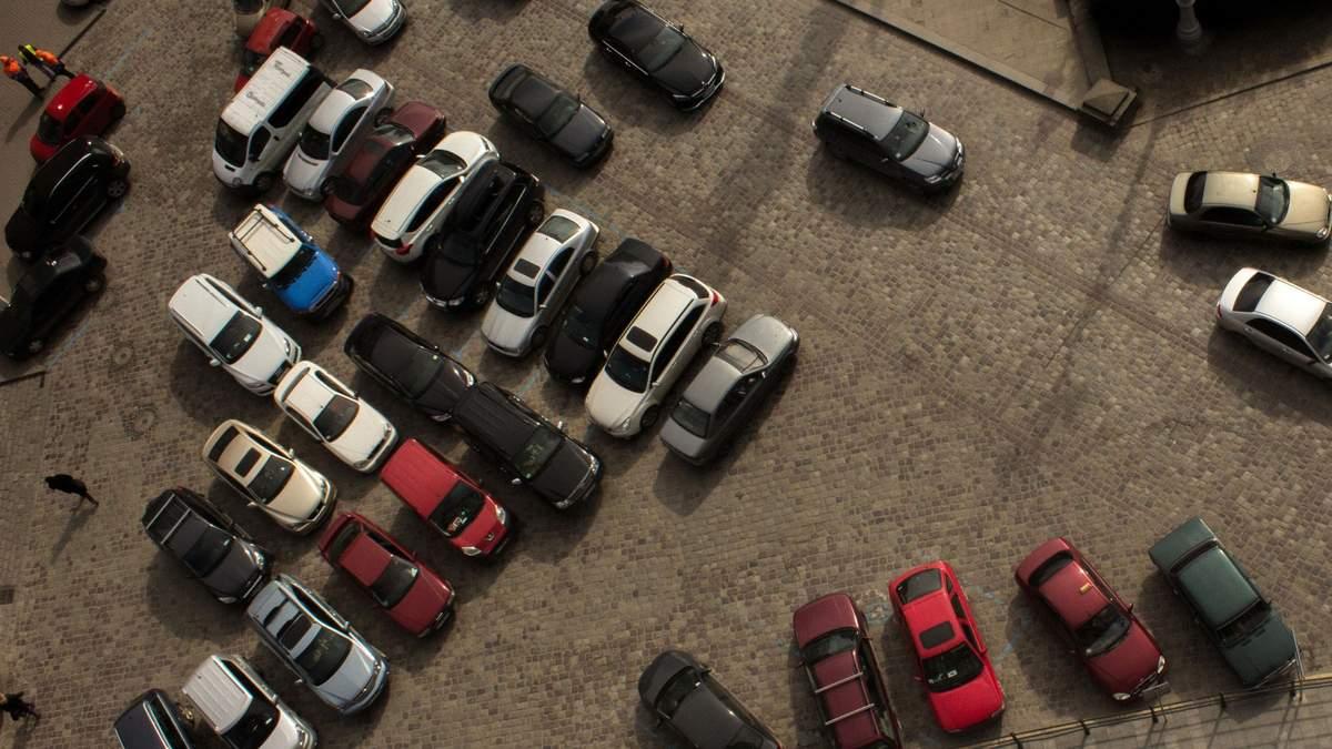 Відкриті парковки у невеликих ЖК тепер під забороною