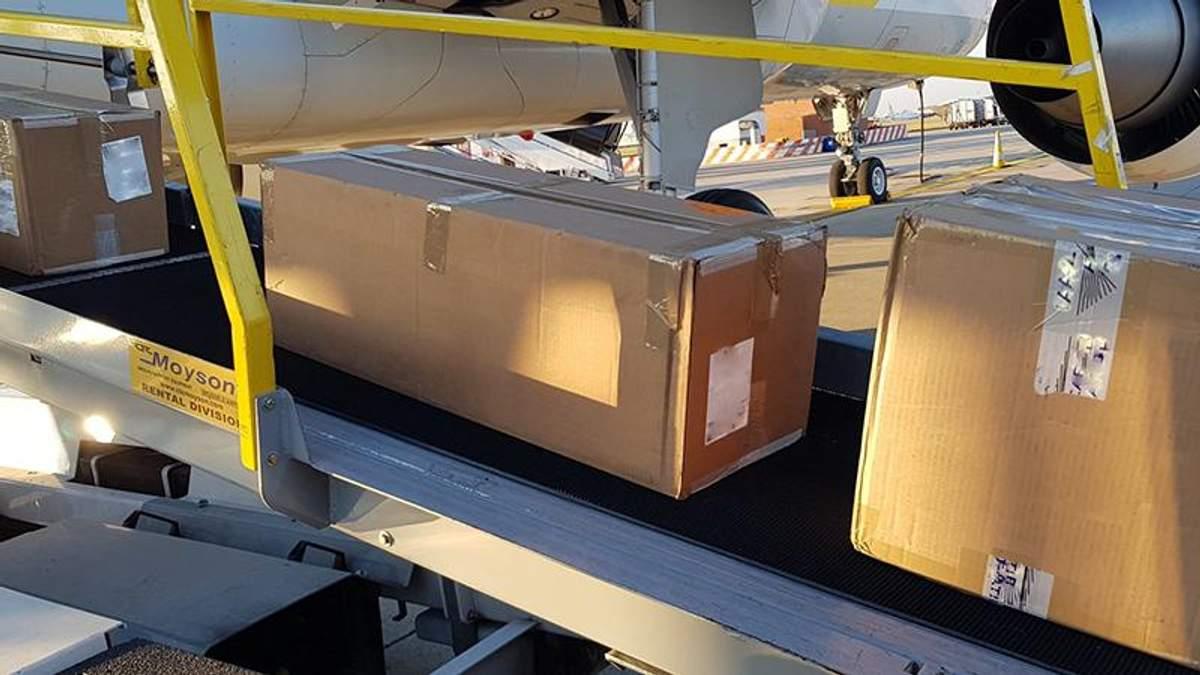Самолет Порошенко улетел из Брюсселя в Украину с грузом оборудования от НАТО