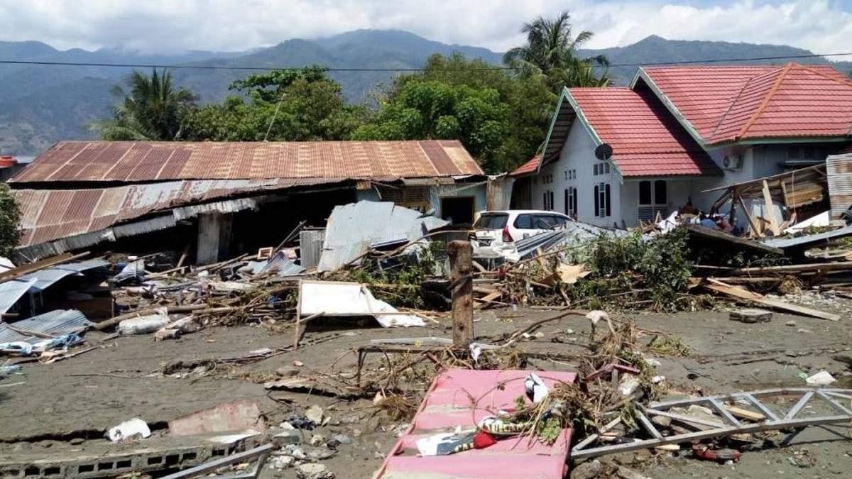 В Индонезии произошло мощное землетрясение и извержение вулкана