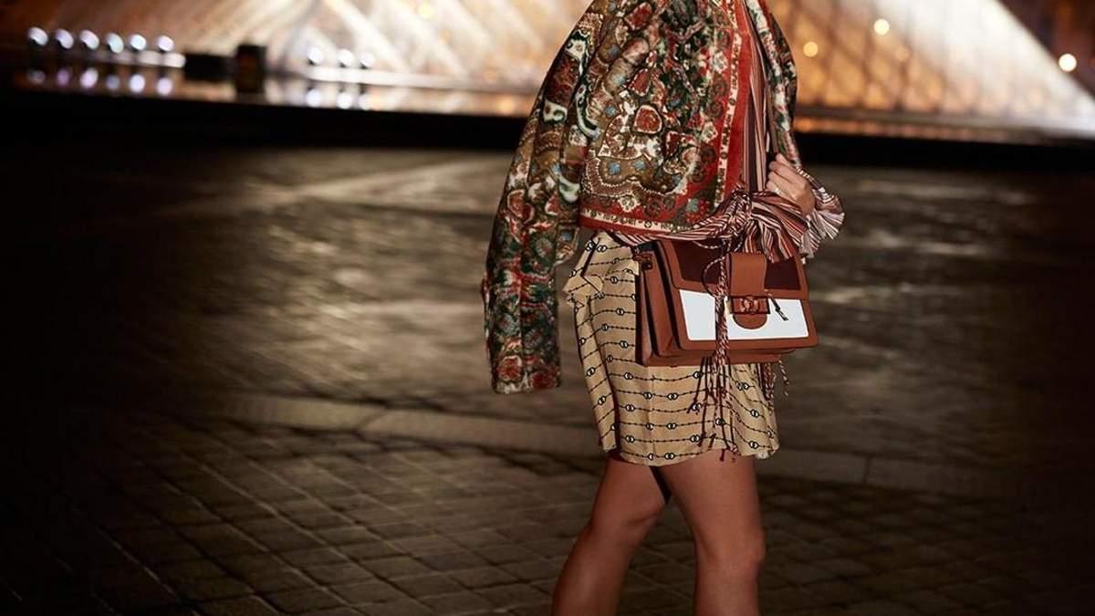 Алисия Викандер в образе от Louis Vuitton.