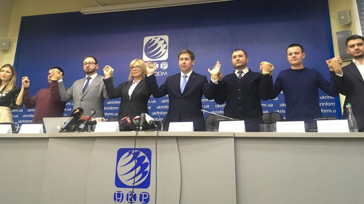 Людмила Денисова и часть адвокатов пленных в РФ моряков
