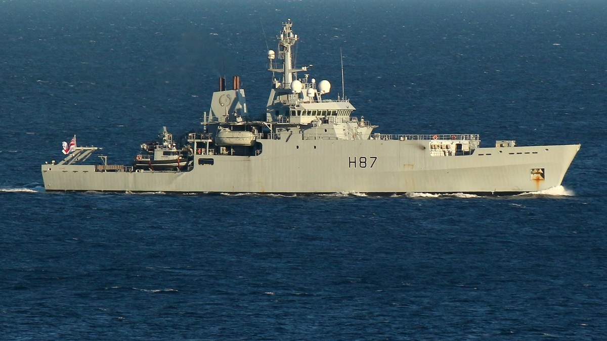 Відповідь Путіну: з'явилися фото військового корабля Британії в Чорному морі