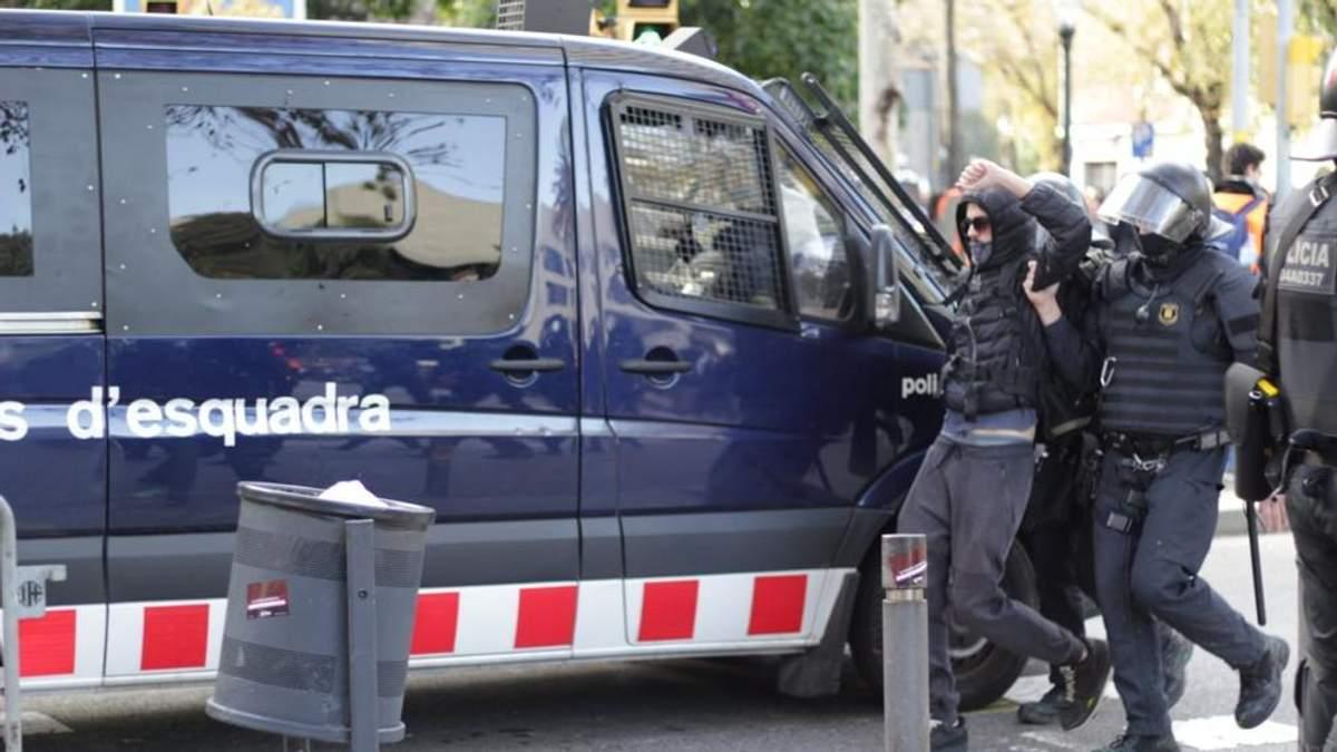В Барселоне задержано 12 протестующих, которые собирались применить коктейли Молотова