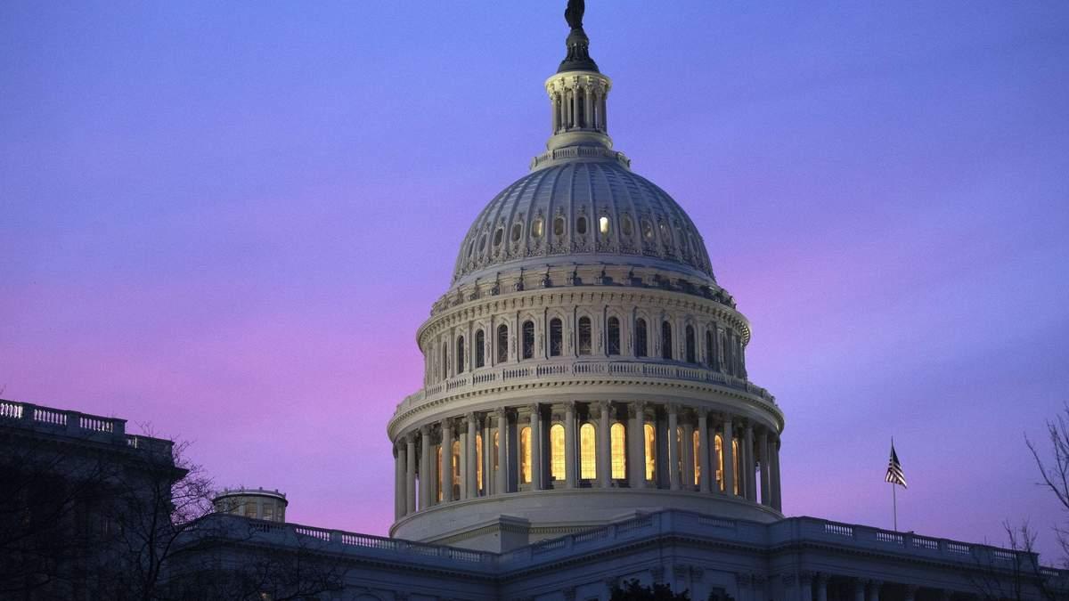 """В США снова – """"шатдаун"""": федеральные учреждения страны частично прекратили работу"""