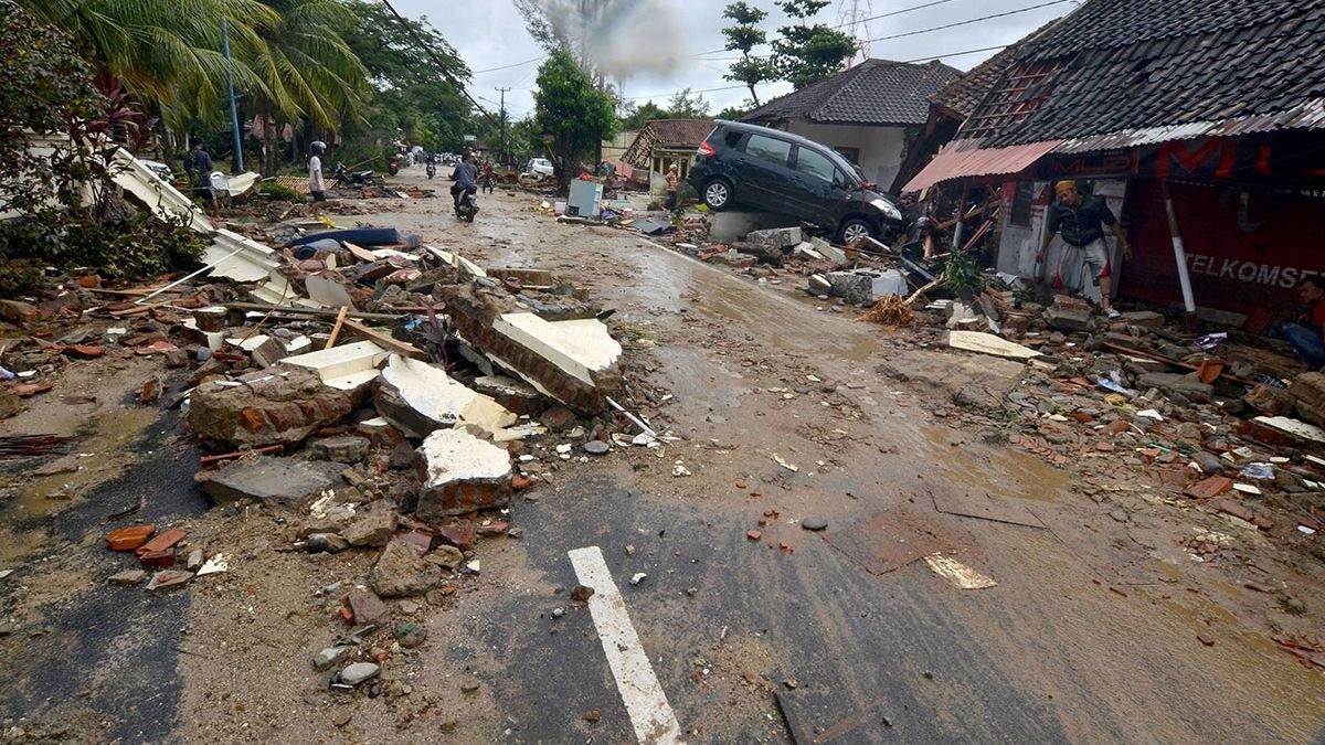 В связи с цунами в Индонезии МИД рекомендует украинцам воздержаться от поездок в эту страну