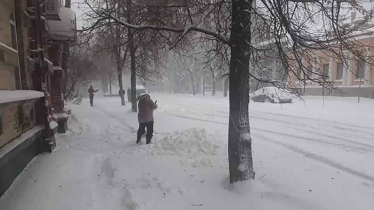 На Полтавщині через снігопад закрили дороги і школи