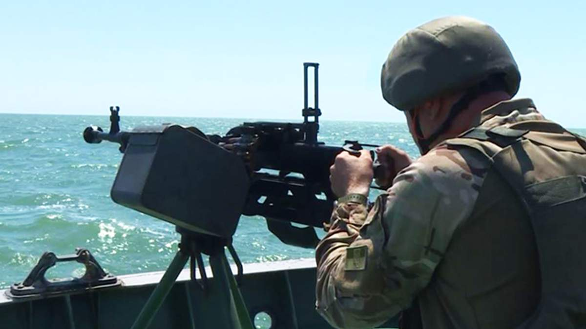 Україна створила на узбережжі Азова угруповання протидесантної оборони