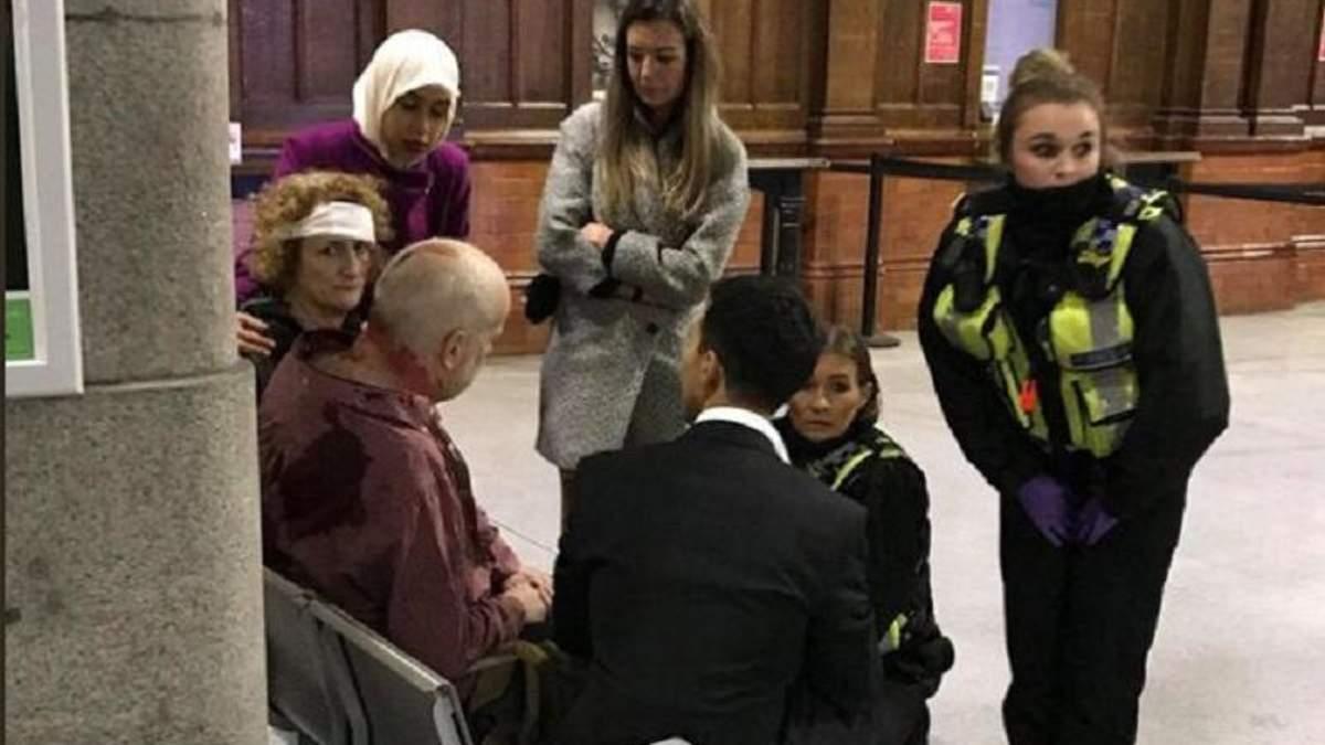 Мужчина с ножом напал на людей в Манчестере
