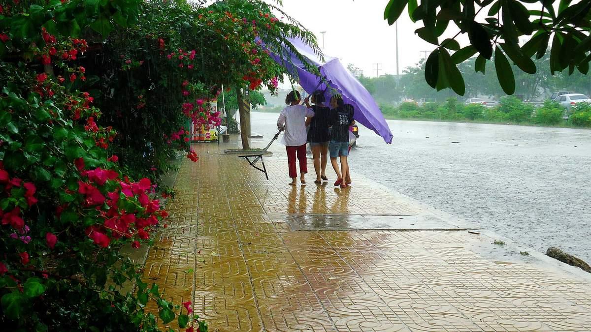 На Таїланд насувається потужна негода
