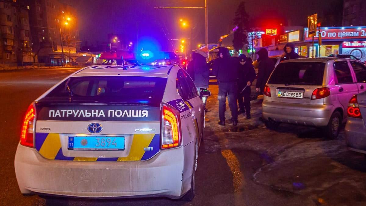 У Дніпрі чоловік на викраденому авто протаранив маршрутку