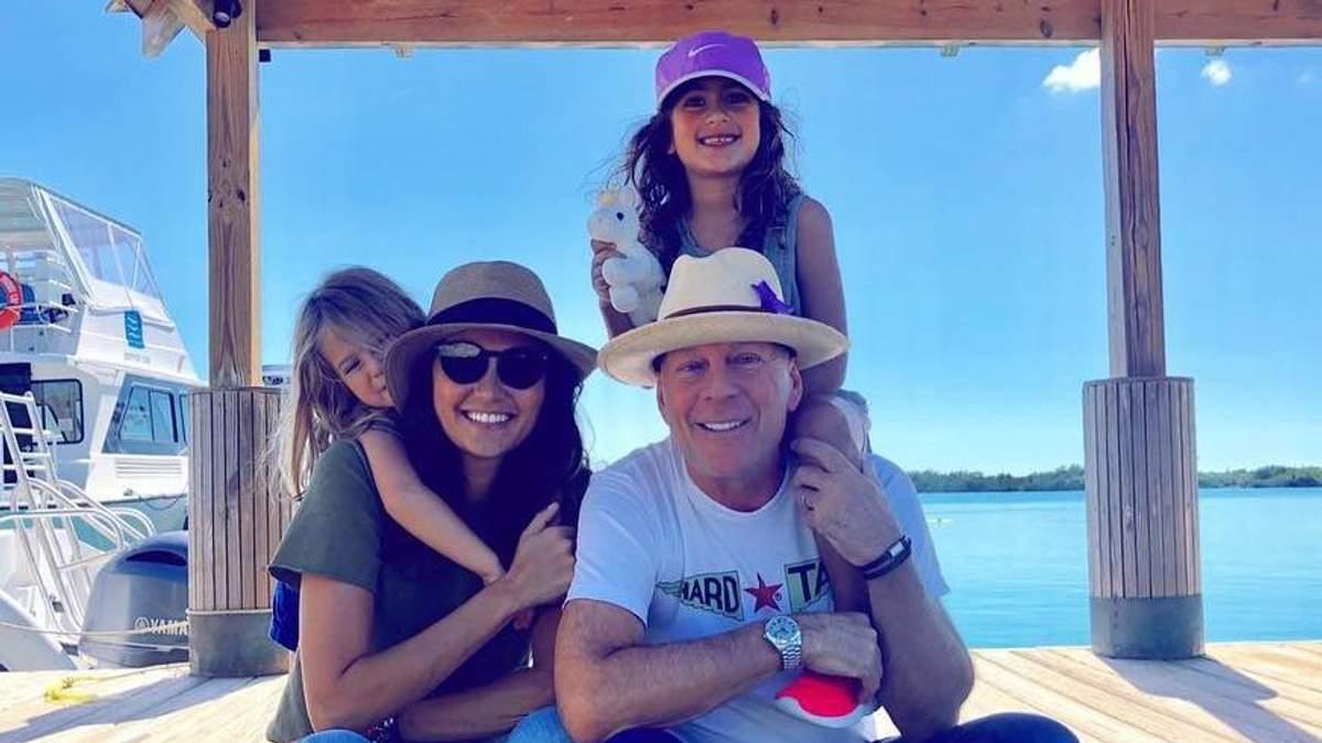 Брюс Уиллис с женой Эммой Хеминг и дочерьми