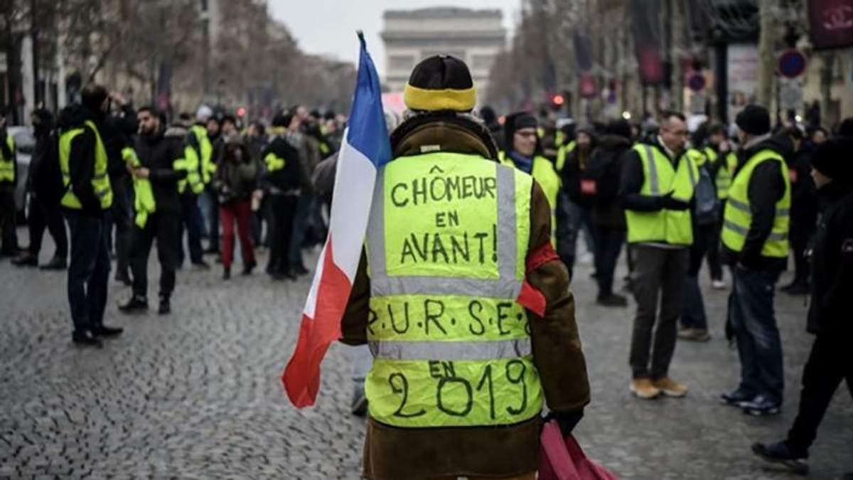 """Опять столкновения: полиция применила слезоточивый газ против """"желтых жилетов"""" в Париже"""