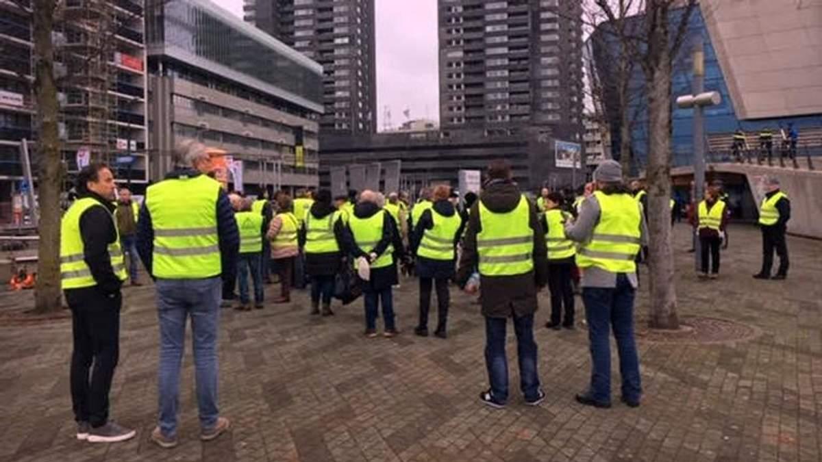 """Сотня """"жовтих жилетів"""" вийшла на мирний протест у Нідерландах"""