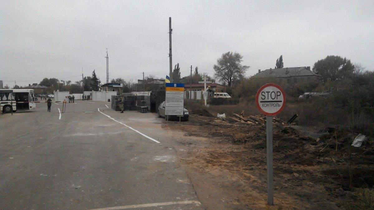 На Донбасі у чергах до контрольно-пропускних пунктів в один день померли двоє людей