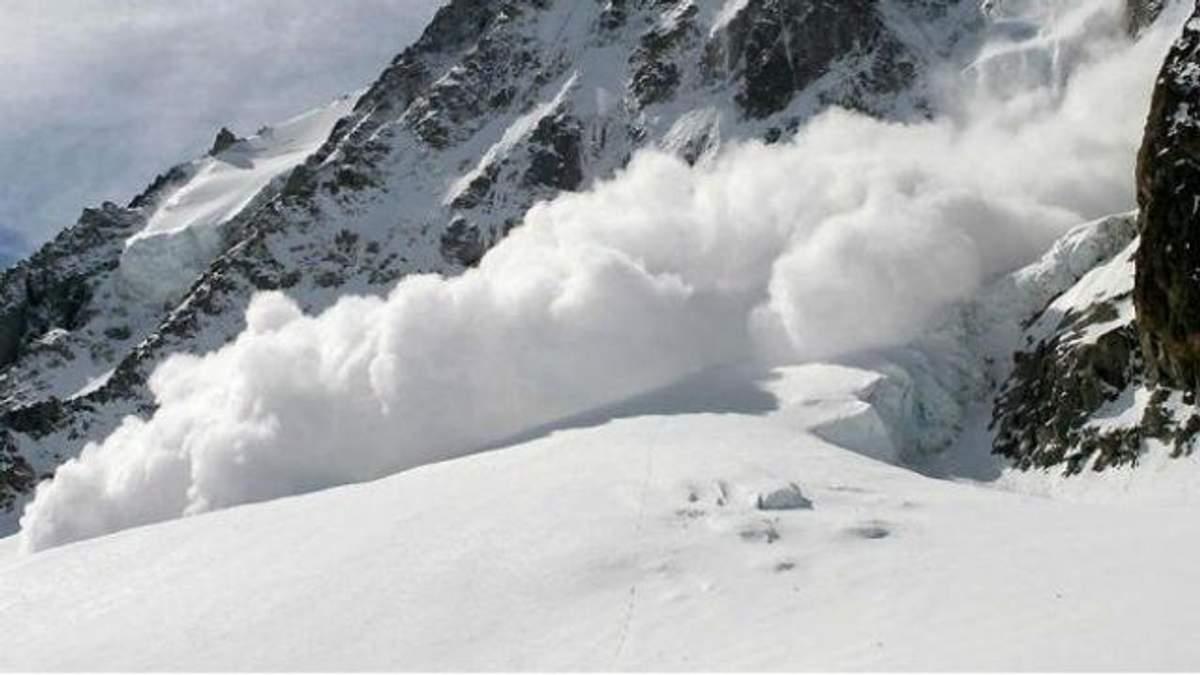 Значна лавинна небезпека: через потужні хурделиці у Карпатах зробили попередження