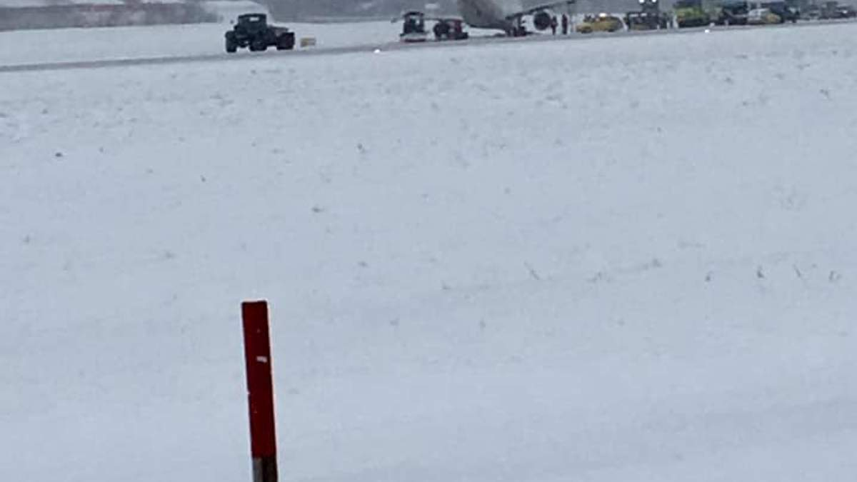 Аэропорт Львова остановил работу из-за проблемы с пассажирским самолетом