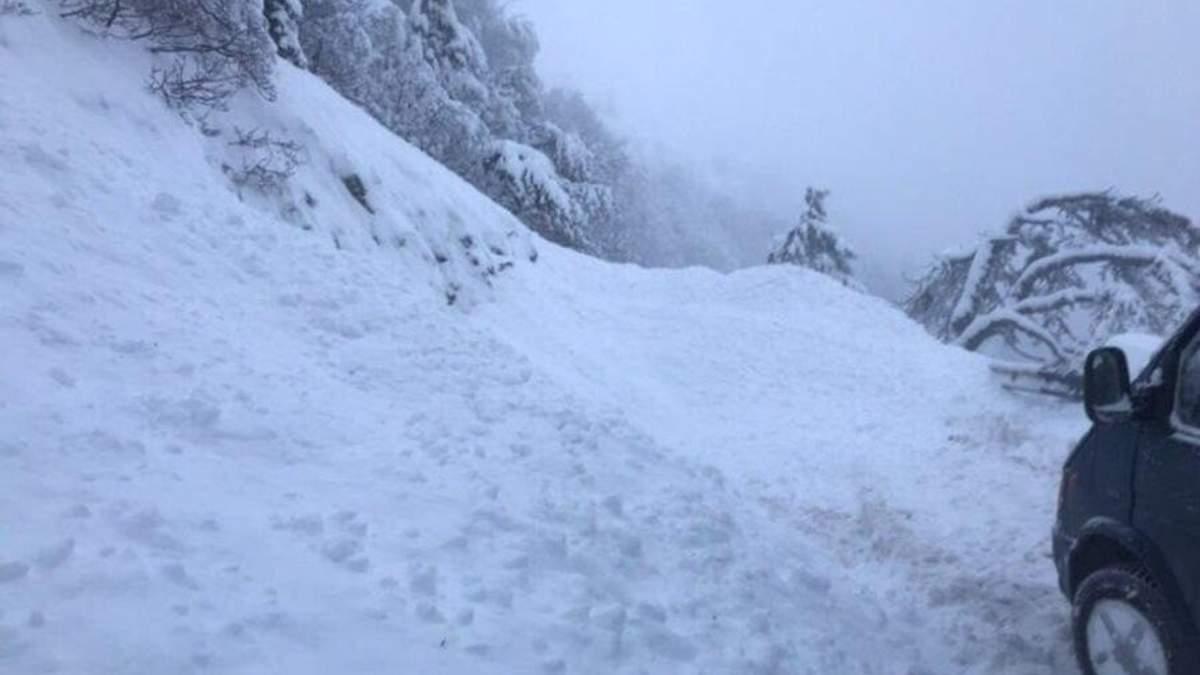 Негода в окупованому Криму: 11 туристів потрапили у снігову пастку