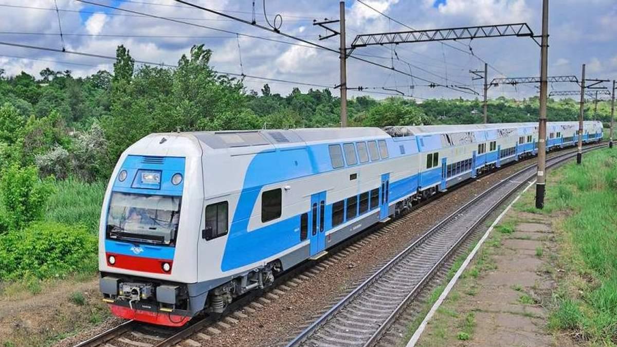 """Вагонов – меньше, пассажиров – больше: отчет """"Укрзализныци"""" за 2018"""