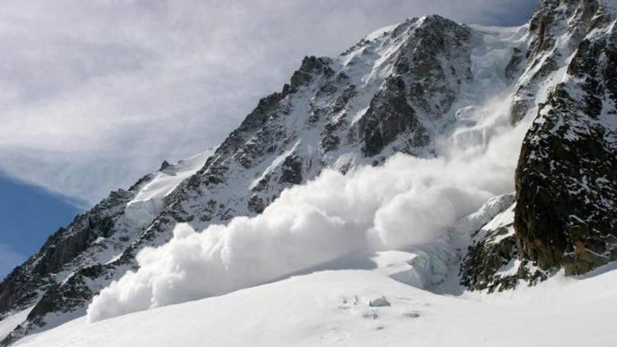 В Альпах за вихідні лавиною вбило сімох туристів