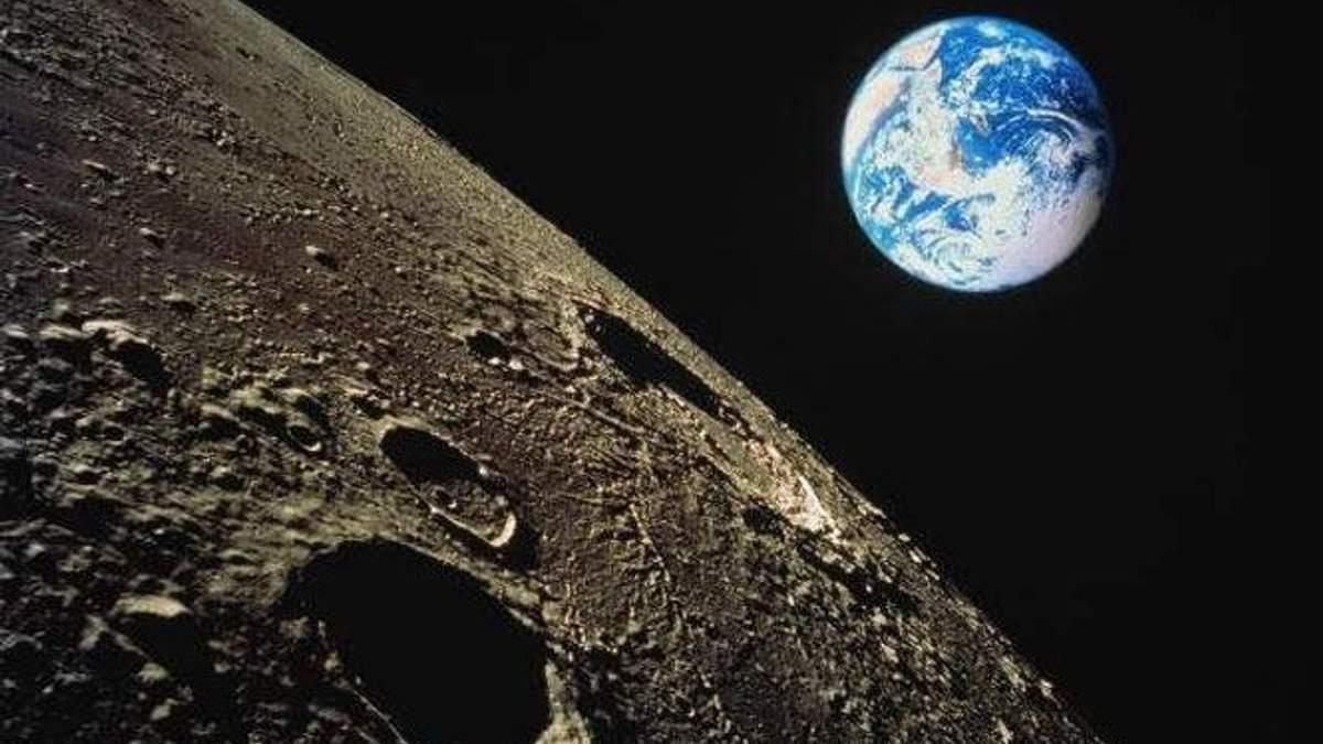 Місяць – далекий і близький