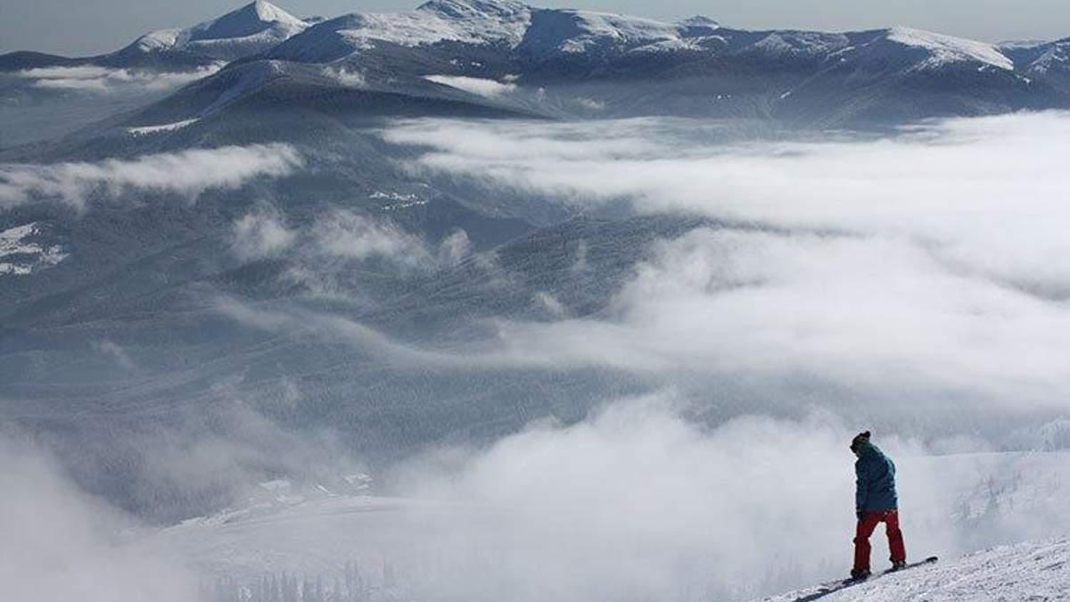 Спасатели до сих пор ищут лыжника, заблудившегося в горах