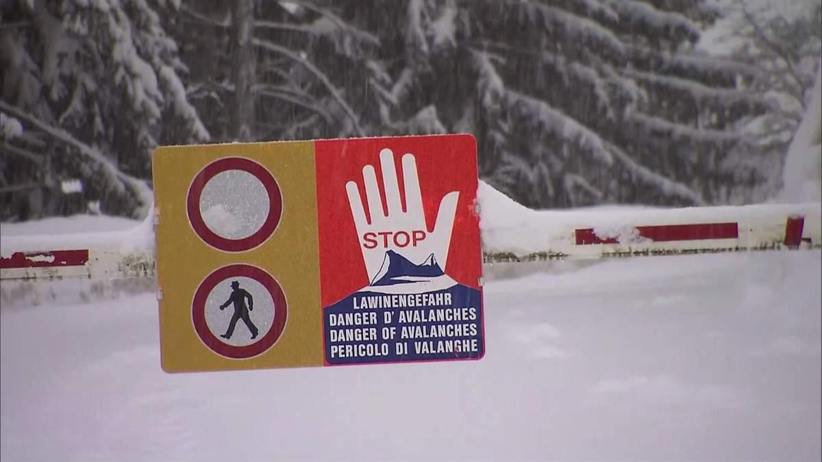 Аномальні снігопади засипають Європу: внаслідок негоди вже померли 13 людей