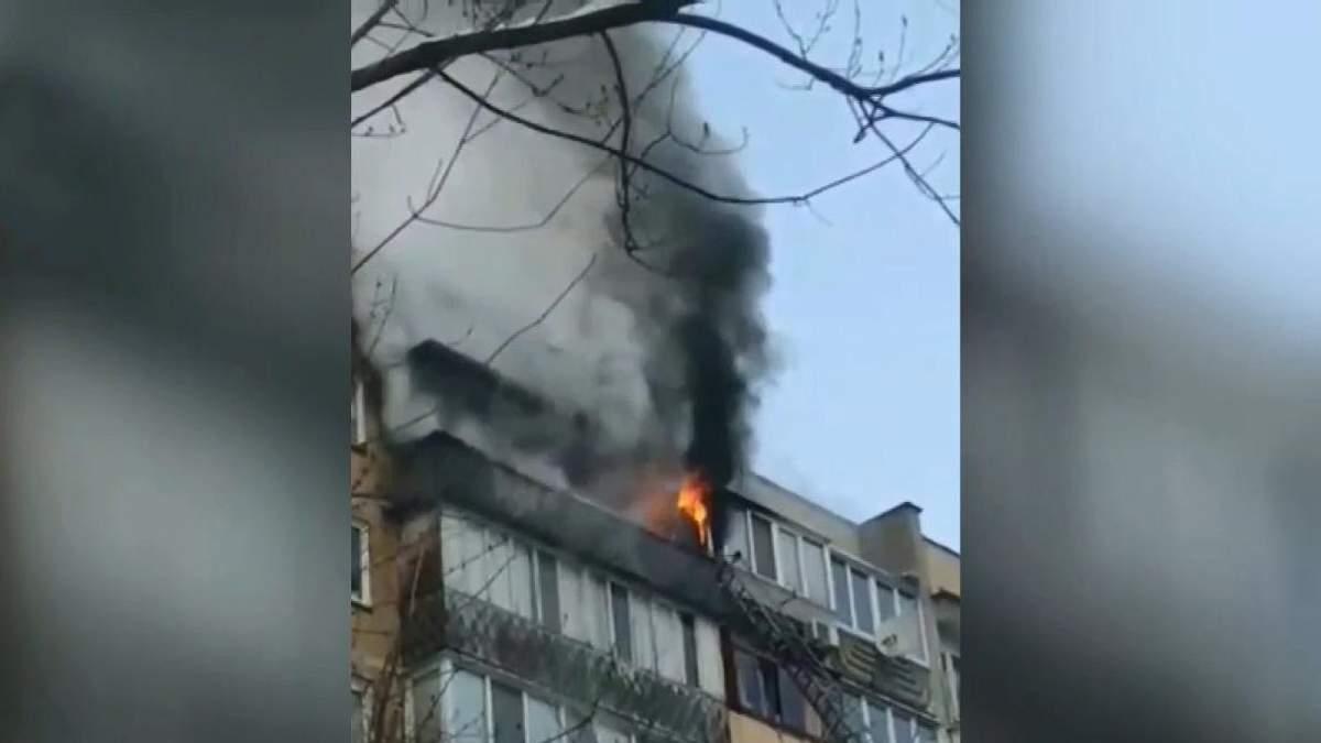 В жилом доме Киева произошел пожар, есть пострадавший: видео с места происшествия