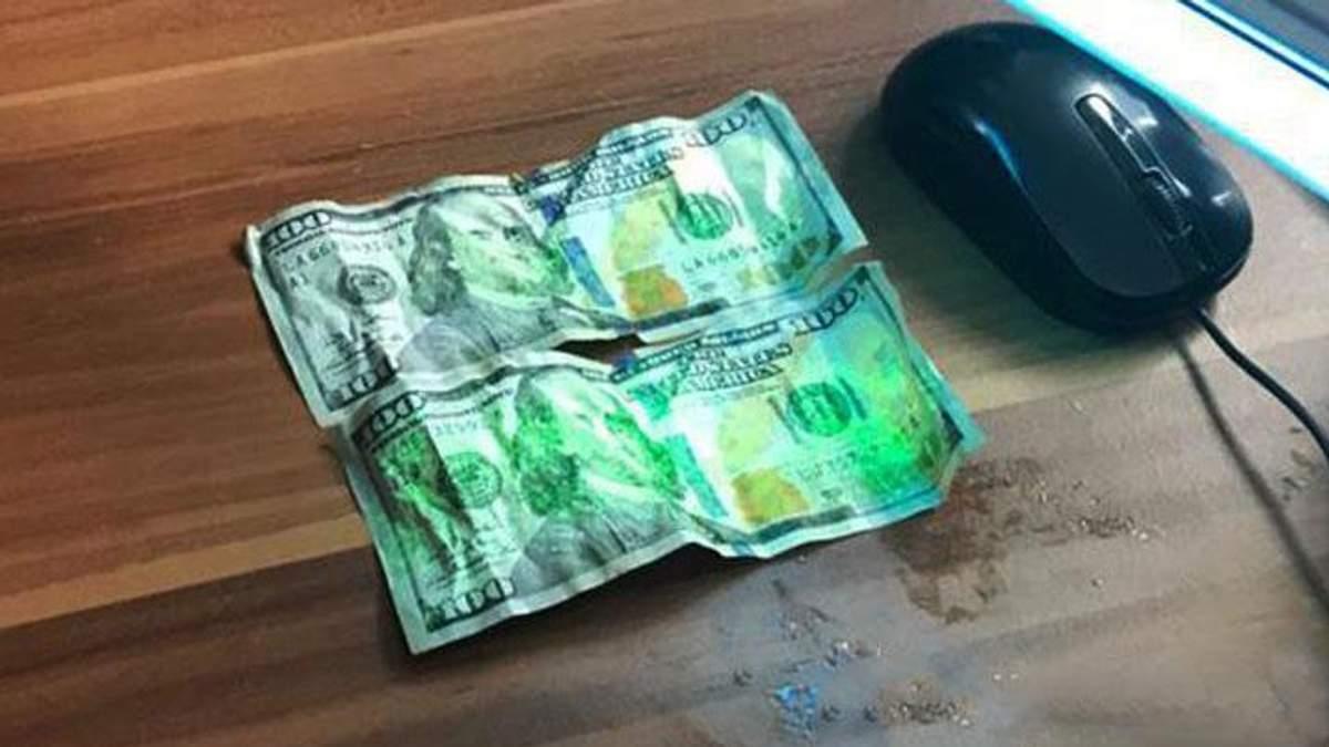 Пограничник на Закарпатье хотел съесть взятку при задержании