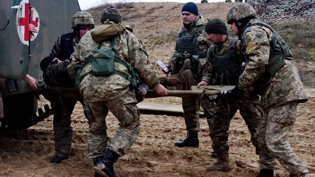 Проросійські бойовики поранили на Донбасі українського військового