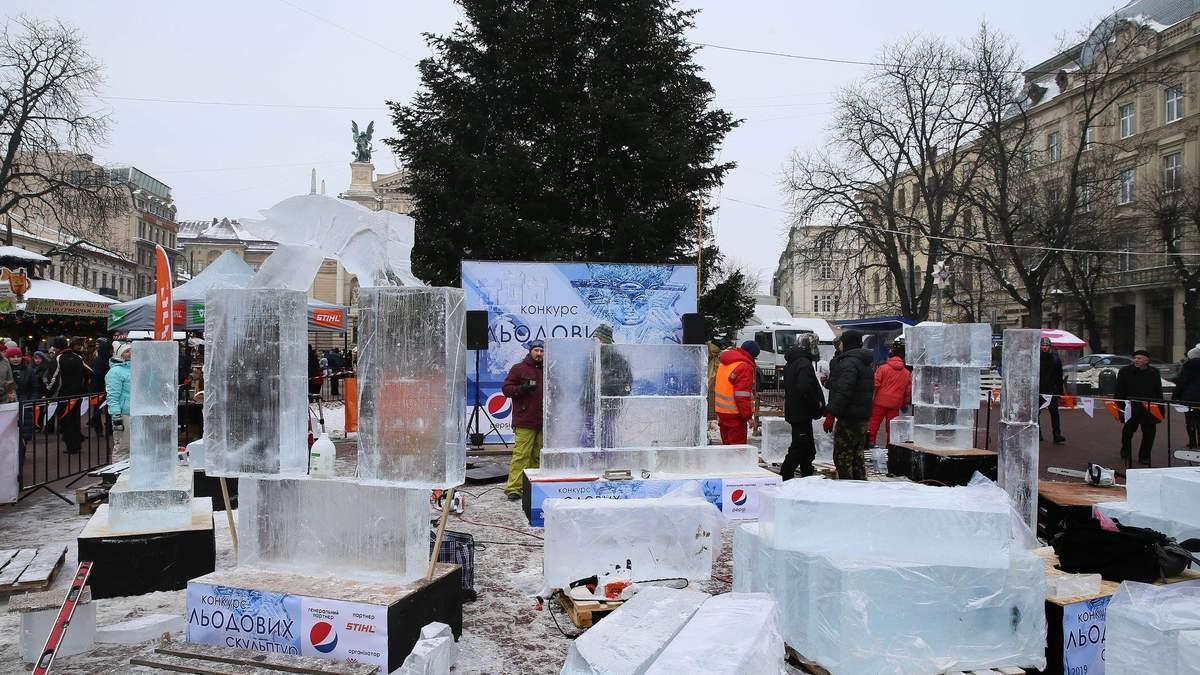 Во Львове начался конкурс скульптур из льда