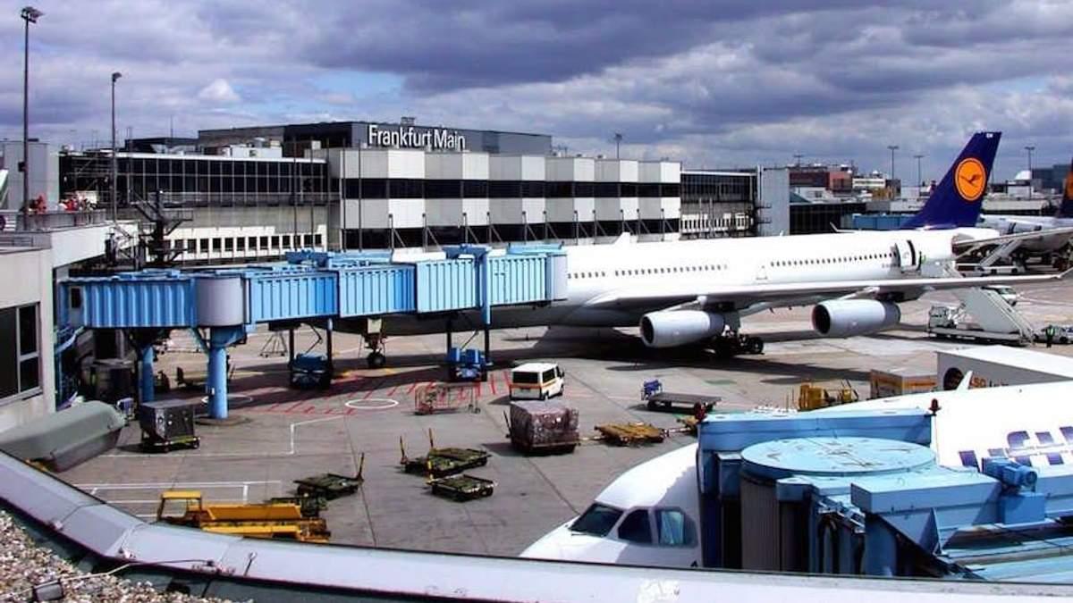 Українцям, які зібралися летіти до Франкфурта, порадили перебронювати квитки: відома причина