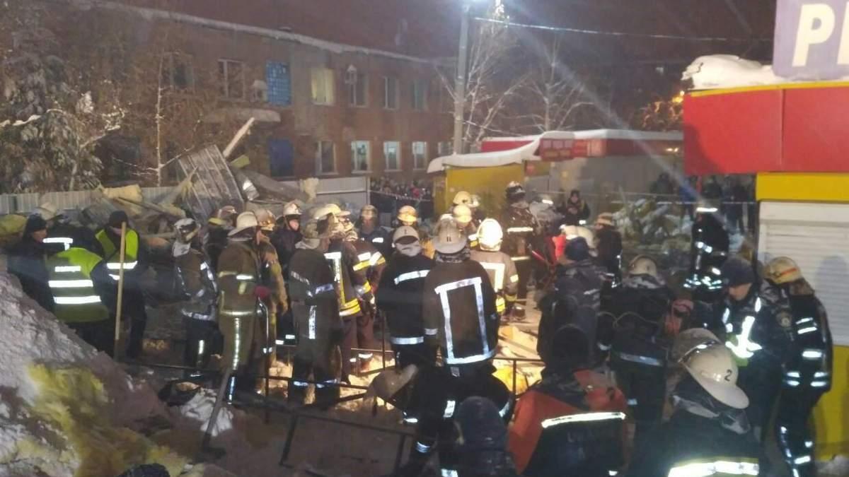 В Харькове на людей обрушился потолок торгового павильона, есть пострадавшие: фото и видео