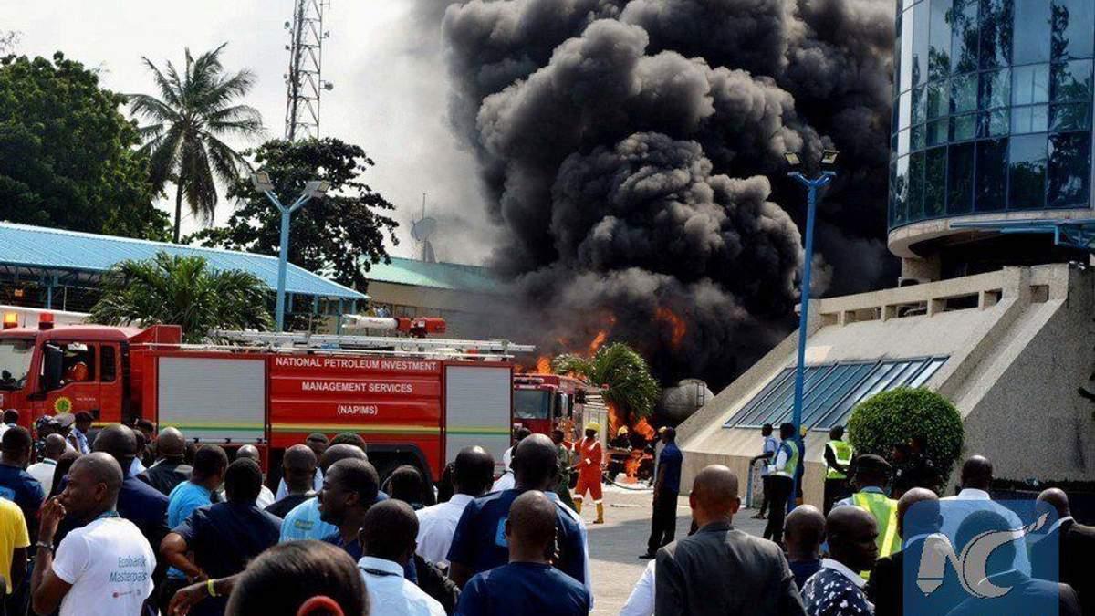 Вибух бензовоза у Нігерії забрав життя щонайменше 18 осіб: моторошні фото і відео з місця подій