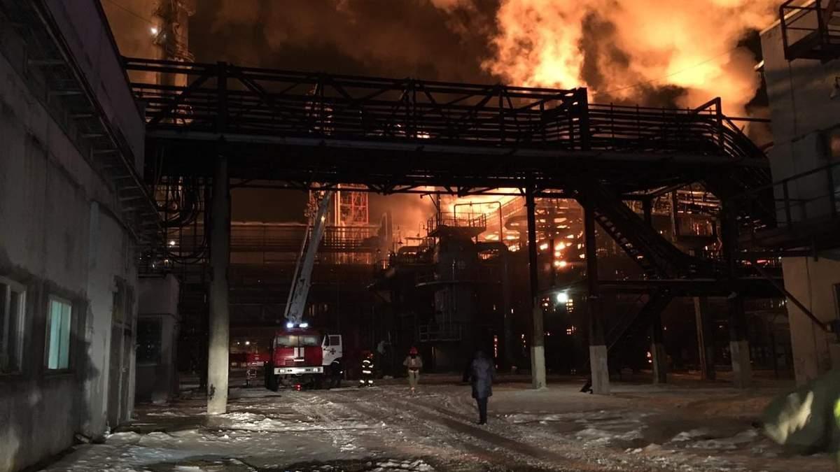 Пожар в Калуше 12 января 2019: пожар на химзаводе в Калуше - фото и видео