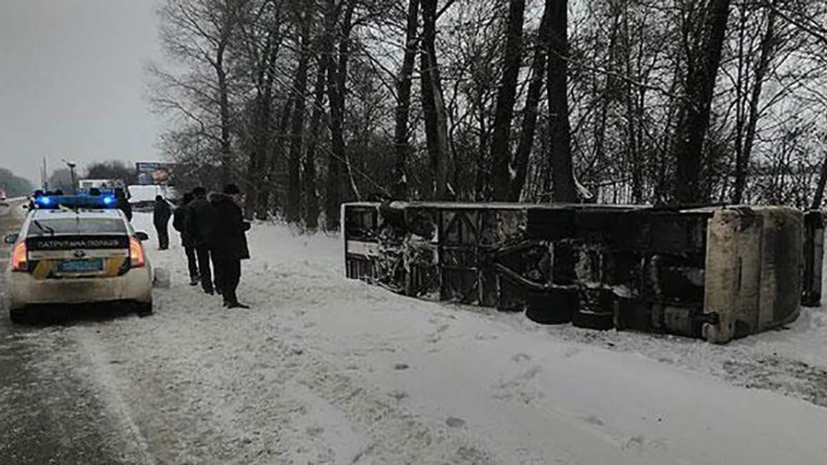 Пассажирский автобус перевернулся на Черниговщине: госпитализирована одна пассажирка