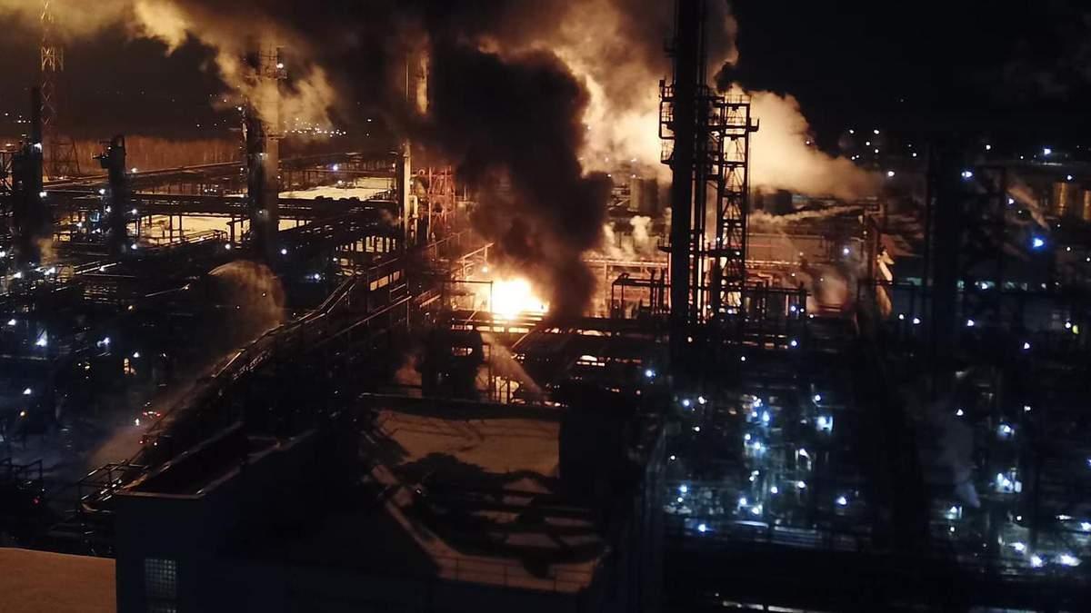 Пожежу на хімзаводі у Калуші повністю загасили