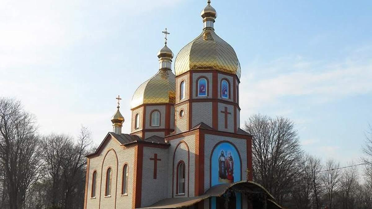 В одном из сел Винницкой области священники УПЦ МП свезли подставных верующих, чтобы сорвать переход к ПЦУ